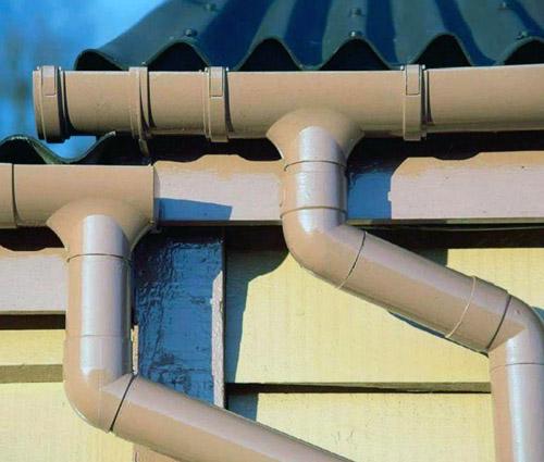 Водосток из канализационной трубы своими руками